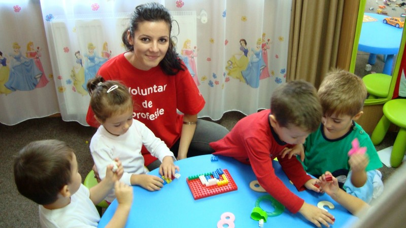 Fundatia Vodafone Romania anunta inceperea inscrierilor pentru cea de-a cincea editie a programului Voluntar de profesie