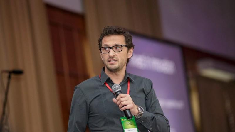 Iulian Padurariu [despre tinerii din agentii]: In scoala romaneasca de publicitate se invata aratul cu plugul de lemn de la o mana de experimentati in datul la sapa