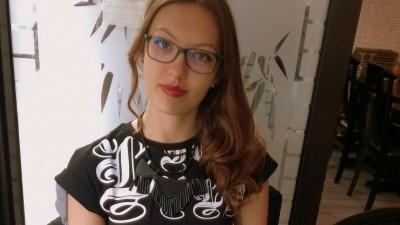 [Tinerii din agentii - Marks] Un loc in publicitate la nefumatori, va rog. Da, da, pe numele Sabina Stanciucu