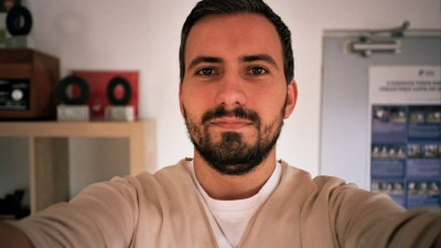[La shopping cu publicitarii] Costin Radu (The Geeks): Ma las pacalit foarte usor de reclame. Altfel, nu-mi explic de ce dau bani pe toate prostiile