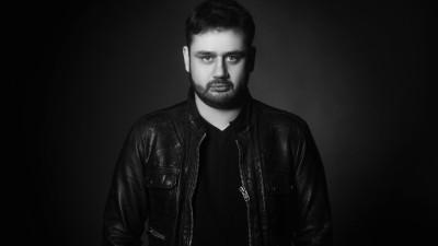Bogdan Nicolai, un corporatist-hipster poet: Probabil ca m-au sunat de la banca pentru reclame, evenimente, parteneriate, dar nu le-am raspuns. De teama