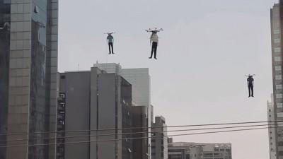Cu dronele, inainte, spre clientii nostri