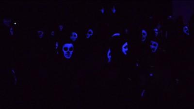 Bal mascat, versiunea thriller