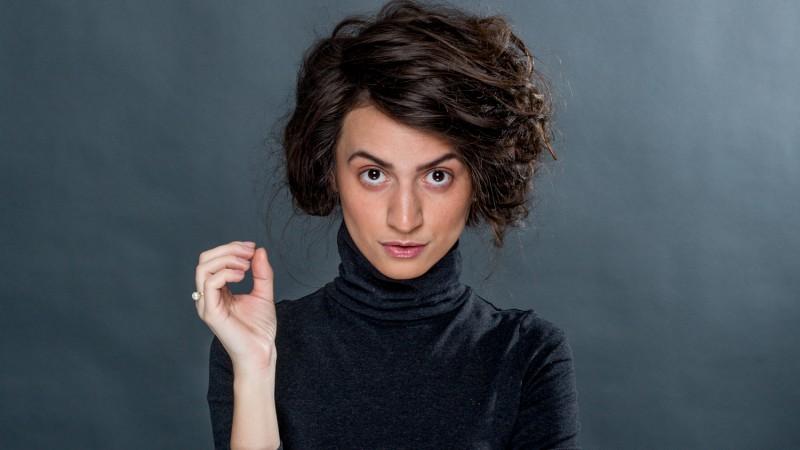 [Clisee in publicitate] Corina Bratu: Daca ma ghidez dupa cum ma portretizeaza brandurile pe care le cumpar frecvent, sunt toata un cliseu adorabil