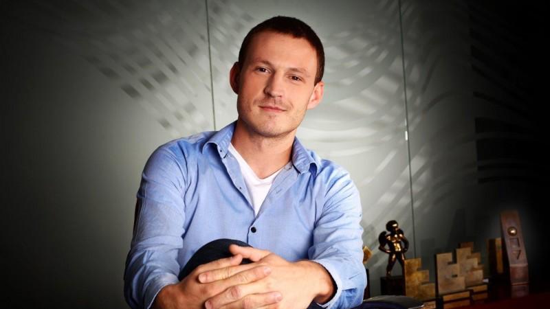 [Din presa in PR] Sergiu Petre: De exemplu, scriu raspunsul asta cu speranta ca editorul va gasi un citat indeajuns de bun incat sa-l puna pe profilul de Facebook al IQads
