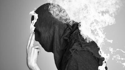 Chris Devour si a lui lume monocroma, incarcata simbolistic