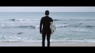Surfingul tocmai a devenit si mai sexy