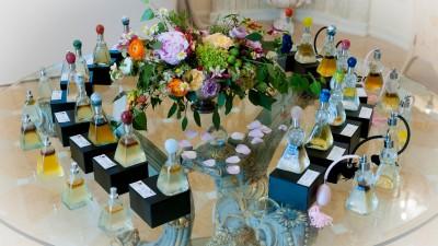 Smartbrand a creat conceptul de produs, brandingul si campania de lansare pentru colectia unicat de parfumuri organice Your Personal Aroma - A self Discovery by Raluca Vasile