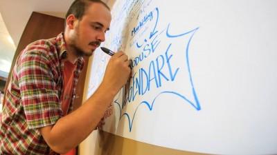 Adrian Popa, full-time Graphic Dealer: Daca o imagine face cat 1.000 de cuvinte, atunci imaginati-va puterea unei imagini facute din 1.000 de cuvinte bine alese