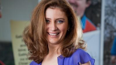 """Laura Barbu (Vodafone Romania): Daca firescul personajului e lasat sa traiasca, povestea se joaca si se scrie deopotriva pe platou, nu doar in spatele laptop-urilor. Aceasta este reteta din spatele platformei """"Romanii au initiativa"""""""