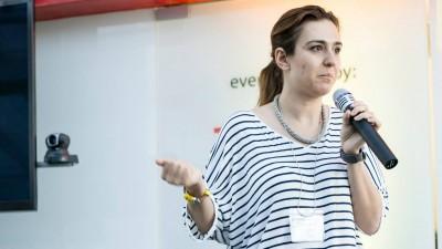 Simona Hancu ocupa functia de Marketing Manager Romania, Moldova si Ungaria in cadrul HTC