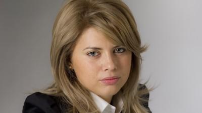[Tinerii si manierele financiare] Claudia Nica (UniCredit): Observam o migrare a tinerilor catre online si internet banking nu numai pentru a efectua plati de facturi, ci si pentru a solicita produse si servicii aditionale