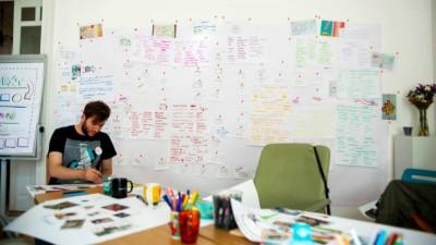 Atelier de Gandire Vizuala cu Adrian Popa si Sandra Ghitescu: O schema face mai mult decat 10.000 de cuvinte