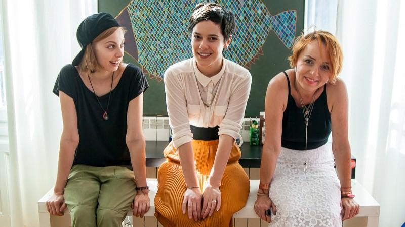 O fundatie-triada muta muntii creativitatii practice. Despre Fundatia Friends For Friends cu Beatrice, Karin si Zen