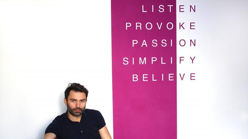 [CV de agentie] Valentin Vacarus, Godmother: Creativitatea se poate ascunde in spatele fiecarui birou; de aceea, la brainstorming-uri participa o mare parte dintre colegi