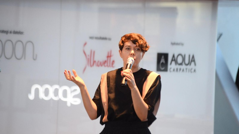"""[SMARK KnowHow: Target BootCamp] Claudia Chirilescu (Spoon Media): Nu mai putem vorbi de targetari clasice; nu mai exista """"barbati"""" si """"femei"""", ci oameni care isi doresc sa calatoreasca, de pilda"""