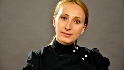 [Coordonatele liderilor] Andreea Nemens: Unii lideri au fost deja descoperiti, in vreun interviu sau reportaj, dar au fost pe loc acoperiti de sutele de alte stiri si vieti fabricate in show-urile de la ora 17