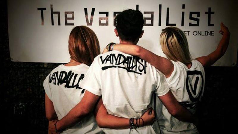 [Pe frontul publishing-ului] The VandalList: Provocarea e sa faci bani fara sa fii comercial. Nu ne iese. Partea cu banii, cu comercialul nici atat
