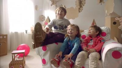 Telekom incredinteaza copiilor creatia si strategia campaniei de Craciun