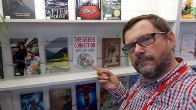 Bogdan Hrib, director Editura Tritonic: Cel mai important este sa duci cartea cat mai aproape de client: pe culoarele facultatii, in fata sediului unei corporatii, sau pe hol, la bufet. Ubicuitatea poate fi o solutie