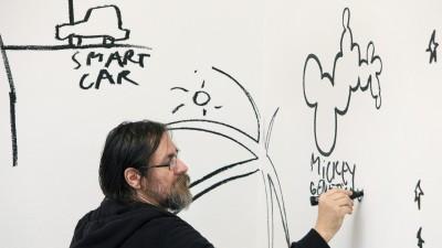 Dan Perjovschi: Eu nu fac desene animate si nici comix. Eu condensez un intreg film intr-o singura fotograma. Pac!