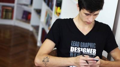 Alex Trofim, graphic designer: Procedura mea de a realiza un logo consta in 70% desene/schite si integrari de elemente, iar restul vectorizare si finisare pe digital