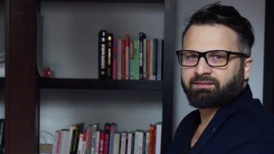 """Razvan Vasiloiu, despre banci si reclame: Mesajele s-au schimbat de la """"suntem si noi aici"""" la """"suntem si noi aici si avem de toate"""", apoi la """"avem de toate"""", iar in prezent """"avem si noi credit de nevoi personale"""""""