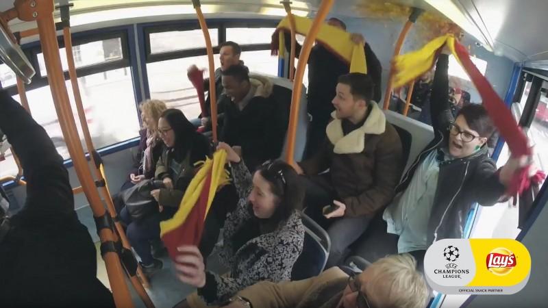 """""""Corul Campionilor"""" Lays`s ia prin surprindere Europa, pregatind fanii pentru emotia meciurilor"""