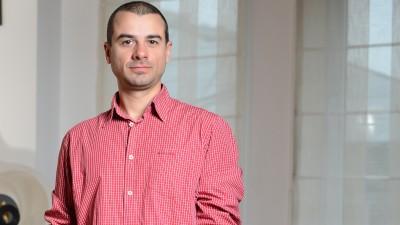 Bogdan Stanciu (Go Studio) despre identitatea Premiilor FIBRA: Gantera e formata din mai multe profile de fete, simbolizand oamenii din agentie care lucreaza in tandem cu oamenii de la client