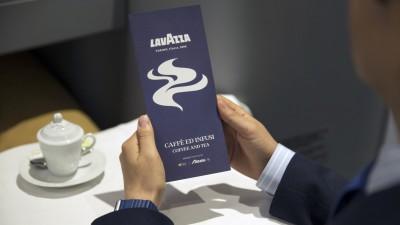 Nou parteneriat intre Lavazza si Alitalia. Gustul unic al cafelei italiene adevarate ajunge la bordul zborurilor si in zonele de lounge Alitalia