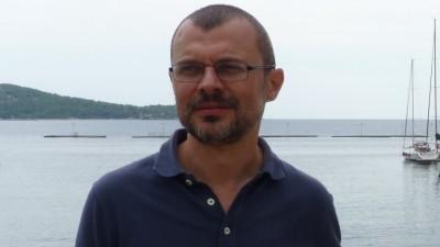 Bogdan Costin: Inveti multe din publicitate ca scriitor. Sa scrii intr-un stil accesibil. Sa fii true. Sa fii si nitel spectaculos, entertaining. Sa scrii povesti cu insight-uri
