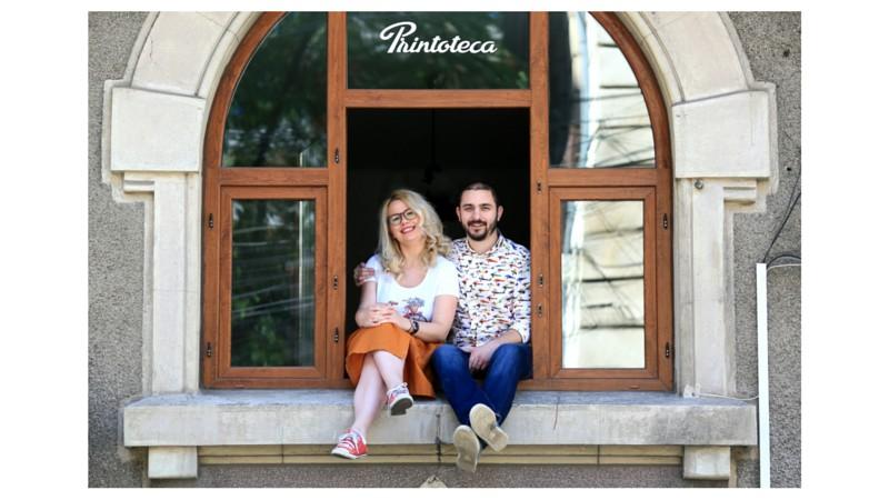 La povesti cu oameni de print. Sabina si Razvan Iordache (Printoteca): A fost mai intai o afacere, apoi o afacere de cuplu, o afacere de familie si, mai nou, e o afacere cu copii