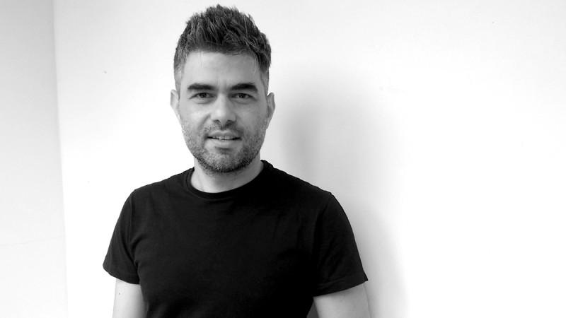 Alexe Popescu facea inginerie mecanica in limba franceza la Politehnica. Apoi a descoperit designul