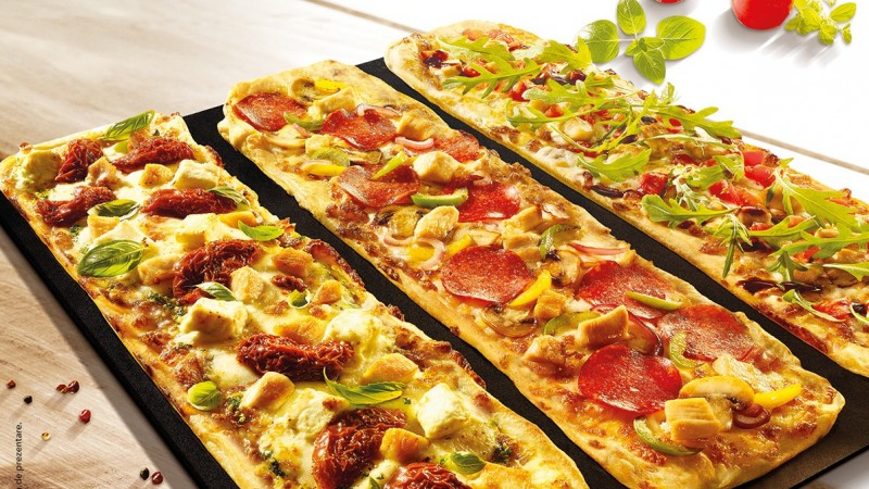 Pizza Hut reintroduce blatul Flatbread, pentru mese de vara usoare