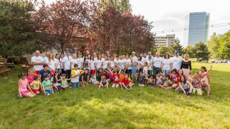 """Peste 60 de angajati KFC au participat la """"Ziua Curateniei"""", in cadrul SOS Satul Copiilor Bucuresti"""