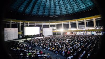 A 8-a editie Noaptea Lunga a Filmelor Scurte are loc pe 2 iulie | Cea mai mare proiectie-satelit prinde viata in Bucuresti, Brasov, Cluj si Timisoara