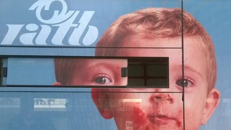 Publicitarii fac copii mutanţi cu RATB-ul