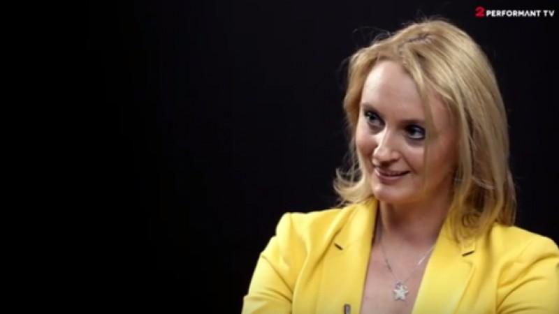 Andreea Cimpoesu este invitatul din cel de-al saselea episod Pink Crayon, serialul produs de 2Performant