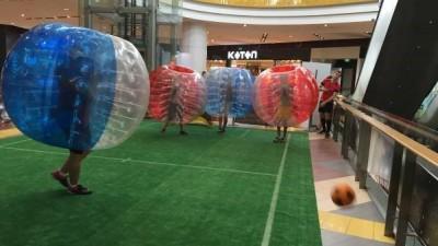 3.296 de persoane au incercat sa doboare un record mondial in Sun Plaza