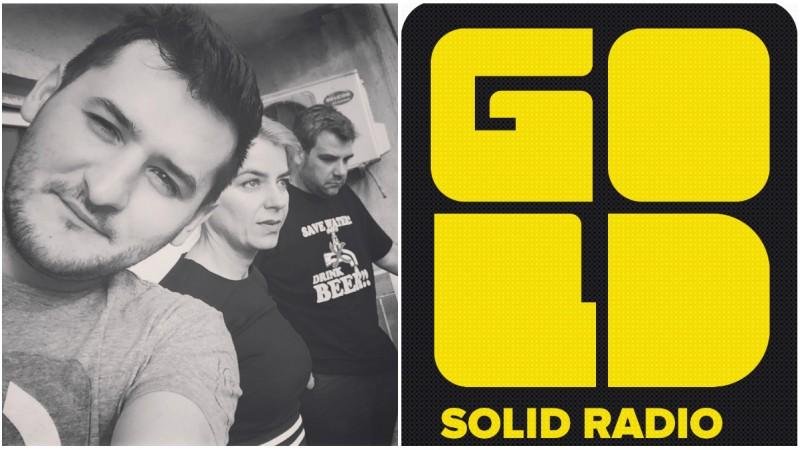 [On air la Gold FM] Gianina: Oamenii asculta radio acolo unde sint captivi. Sa aiba iluzia libertatii. In magazinele in care se despart de bani, in masinile personale pentru care au economisit ani, in mici oficii, studiouri, ateliere