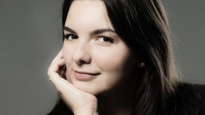 [Viata de expat] Sanziana Fanica: Umorul nu calatoreste bine si nici giumbuslucurile lingvistice