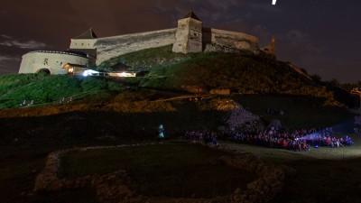 Golin si MullenLowe au (r)evolutionat comunicarea Festivalului de Film Rasnov 2016. Cetatea Rasnov, prima citadela din Romania listata pe Airbnb