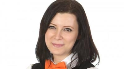 [Directoarea de creatie] Irina Gîngu, pastel: Mi se pare că femeile nu prea știu să se vândă, sunt prea modeste sau nu au încredere în ceea ce fac