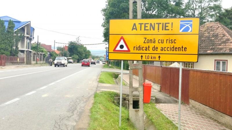 Holcim Romania a montat, in parteneriat cu Compania Nationala de Autostrazi si Drumuri Nationale din Romania si Inspectoratul General al Politiei Romane – Directia Rutiera, 40 de panouri punct negru pe cele mai importante sosele nationale