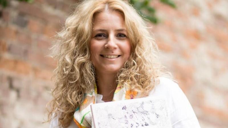 Cartile de colorat pentru adulti, o alternativa la meditatie. Cum a lansat Corina Dorobantu primul magazin online dedicat lor