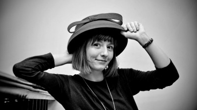 Alexandra Mazgareanu se imparte intre graphic design, costume de teatru si ilustratie