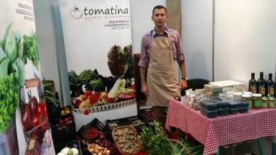 [Fermieri romani] Tomatina: o ferma de produse bio, unde o echipa de 10 oameni lucreaza pamantul