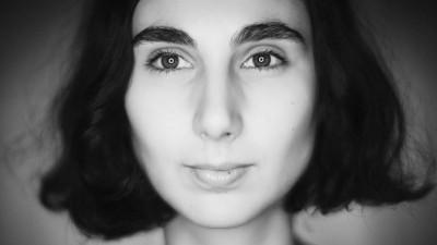 [Superscriitori] Elena Stancu (Teleleu): Oamenii se schimbă atunci când citesc unul, două, zece articole pe tema violenței domestice