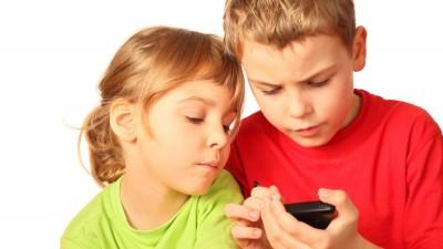 Copiii, reclamele si tehnologia. Studiu Bold by Lowe Group: Copiii din Romania petrec peste 5 ore pe zi pe retelele sociale