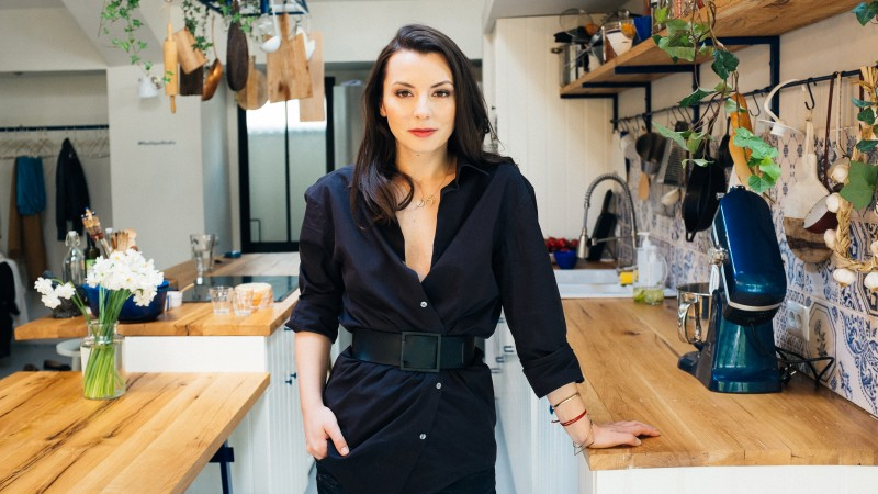 [Influenceri printre noi] Cristina Mazilu: Popularitatea si traficul nu iti ofera vreo siguranta, ci un motiv sa muncesti in continuare